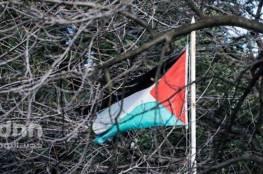 فلسطين : جيش الاحتلال يفجر علمين فلسطينيين على السياج شرق رفح