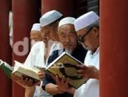 هكذا عاقبت السلطات الصينية المسلمين الصائمين في شهر رمضان!!