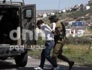 اعتقال شابين على حواجز طيارة للاحتلال