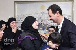 """سوريا : بشار الأسد يظهر باستقبال """"مخطوفات اللاذفية"""".. ماذا قال؟ (فيديو)"""