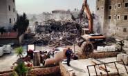 جرافات الاحتلال #تهدم بناية سكنية في #العيساوية