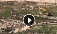 #شاهد|: الاحتلال يهدم عدد من منازل الفلسطينيين في قرية الزعيم بالقدس المحتلة، قبل قليل.