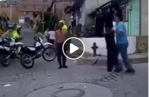 #شاهد كيف واجهت شرطية رجلا بساطور !