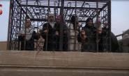 تبادل نظام بشار الأسد والمعارضة السورية مجموعة أسرى من النساء والأطفال في محافظة حماة شمال غربي #سوريا. ذكرت مصادر محلية أن عملية نقل الأسرى تمت بسيارات الهلال الأحمر السوري، في حين أشرفت على عملية التبادل من جانب المعارضة