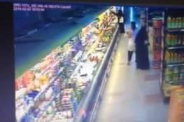 بالفيديو.. كاميرا المراقبة تبيّن لحظة تحرش