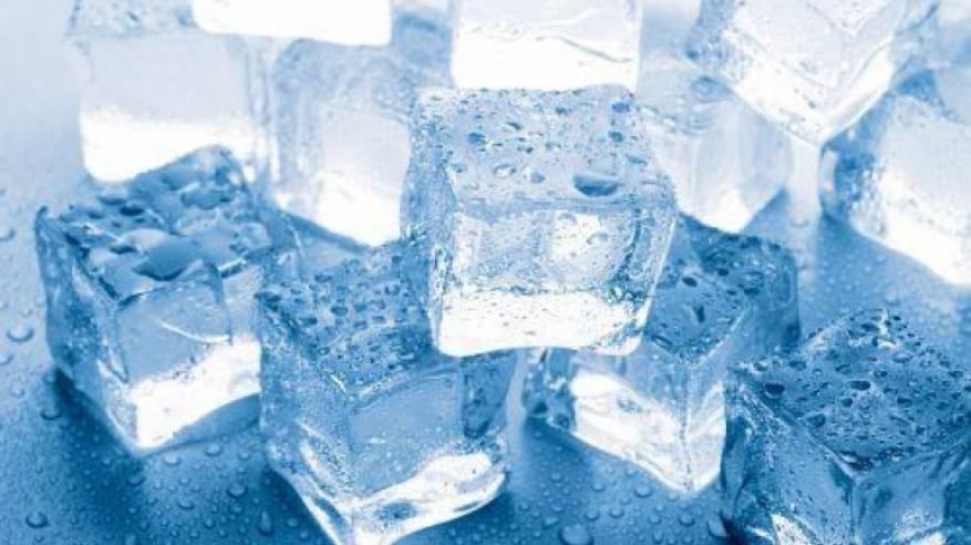 أضرار شرب الماء البارد أو المثلج