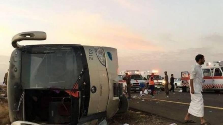 مصرع 19 معتمرا واصابة 22 في انقلاب حافلة بالسعودية