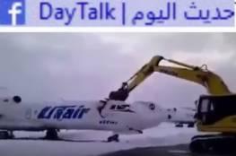 احذر غضب موظفيك بعد هذا الفيديو.. روسي يحطم طائرة بعد طرده من العمل