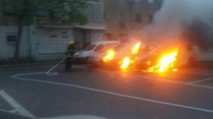 مجهولون يحرقون 8 سيارات لفلسطينيين بعكا