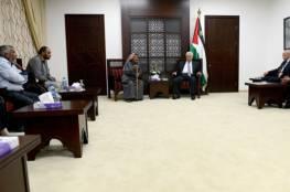 الرئيس يستقبل وفدا من عائلة الدوابشة ويطمئن على صحة الطفل