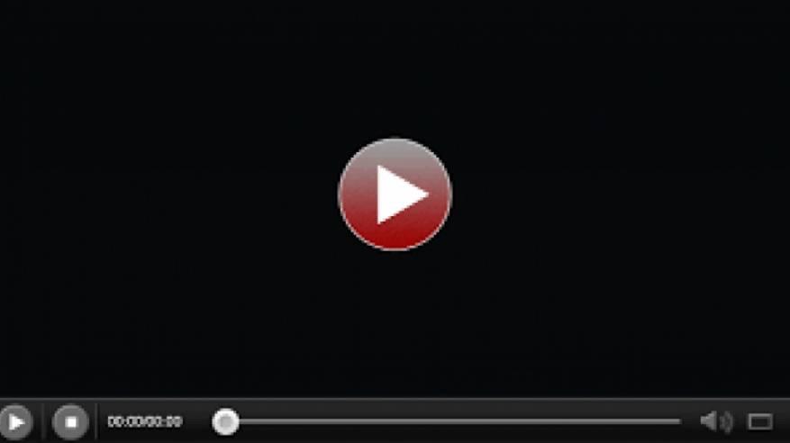 شاهد فيديو  كيف اعتدت المستوطنة عنات كوهين على متضامنة أجنبية بمدينة الخليل