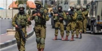 الاحتلال يعتقل شابين من قراوة بني زيد شمال رام الله