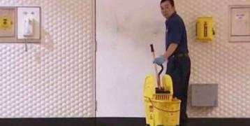 عامل نظافة يتقاضى 20 ألف دولار شهرياً