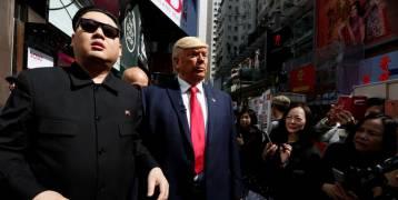 """شاهد ماذا فعل """" ترامب """" و """" كيم جونغ أون"""" في منتصف شوارع هونغ كونغ وأمام الناس !!"""