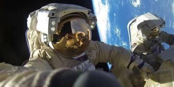 رواد المحطة الفضائية يخرجون إلى الفضاء المفتوح