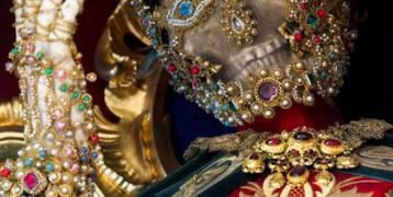 """سراديب الموت.. هياكل عظمية لـ قديسين كاثوليك مرصعة بـ بالجواهر """"صور"""""""