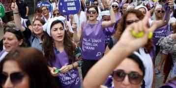 """غضب النساء يشعل تركيا.. و""""حزب أردوغان"""" في ورطة"""