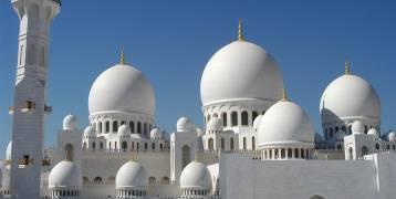 شاهد.. راقصة كوبية داخل مسجد الشيخ زايد تشعل الامارات!