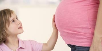 لماذا تتعرض الأمهات الأكبر سناً لمضاعفات الحمل؟