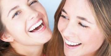 دراسة : ابتسامتك تتحكم في هرومون التوتر لدى الآخرين