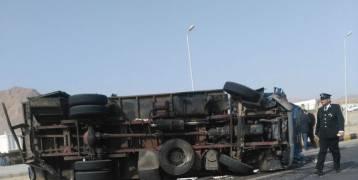 مصر بالصور.. مقتل أربعة سجناء أجانب وإصابة 13 في انقلاب سيارة ترحيلات بسفاجا