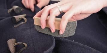 طريقة سهلة لإزالة الوبر من الملابس الشتوية