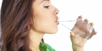 ما هي كمية الماء الصحيحة التي يحتاجها الجسم بشكل يومي؟