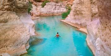 وادي شاب في سلطنة عمان..بركة سباحة طبيعية وسط المرتفعات الجبلية