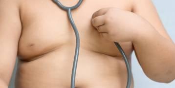 تناول القهوة أثناء الحمل يزيد من مخاطرة إنجاب طفلٍ سمين.....أنت بالأصل رشيق، لكن أمك السبب