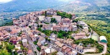 بيورو واحد فقط.. اشتر منزلاً بالقرب من روما