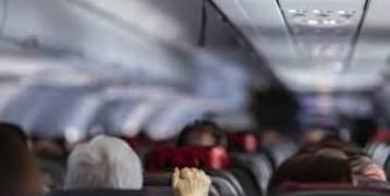 ماتت على ممر صعود الركاب.. مسؤولون أمريكيون يعلنون وفاة سيدة على متن طائرة بعد إصابتها بكورونا