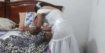 ممرضة تغادر حفل زفافها للعناية بأحد مرضاها.. ماذا كان رد فعل زوجها في هذا الموقف؟