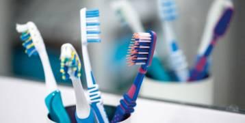 متى يجب تبديل فرشاة الأسنان؟