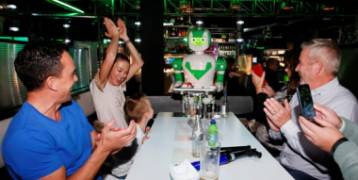 """مطاعم فى مدينة بريطانية تستبدل """"الجرسون"""" بالروبوتات بسبب كورونا"""