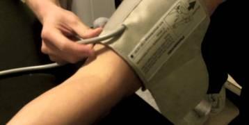 قياس ضغط الدم بالمنزل.. تحذير مهم