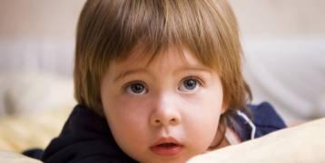 استعمال الطفل للهاتف الذكي يؤخر كلامه