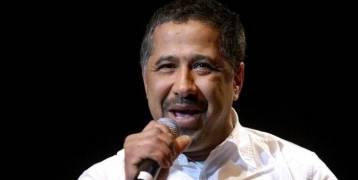 بعد أدائه مناسك العمرة.. الشاب خالد يغني للملك سلمان وآلاف السعوديين يرقصون في حفله