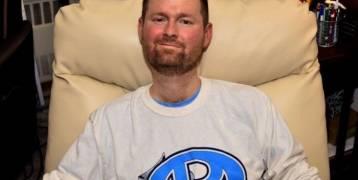 """وفاة مؤسس """"تحدى الثلج"""" عن عمر يناهز 37 عاما بعد إصابته بمرض التصلب الجانبى"""