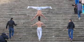 فيديو:يصعدان 90 درجة رأساً فوق رأس