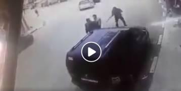 شاهد: مقطع يوثق لحظة إطلاق ملثم النار على شاب في مدينة طوباس.