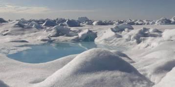 غواصات نووية روسية تخترق طبقة جليد بسمك أكثر من متر خلال تدريبات بالقطب الشمالي