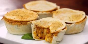 بالفيديو: قوالب الدجاج بالجبنة.. لذيذ و مبتكر
