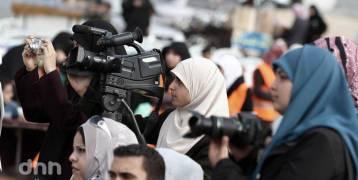 العادات والتقاليد عائق يحرم الفتيات من مجال الإعلام في غزة