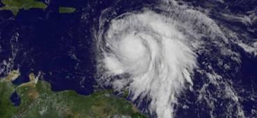 """الساعات المقبلة..""""ماريا"""" يقترب ويهدد بورتوريكو والجزر الأميركية"""