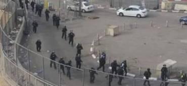 لتنفيذ عمليات هدم واسعة ....قوات الأحتلال تحاصر شعفاط