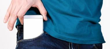 لماذا يجب أن تتجنب وضع الهاتف المحمول في جيبك؟