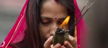 هذا ما تفرضه تقاليدهم على النساء أثناء حيضهن!........برلمان النيبال يقرّ قانوناً حول الدورة الشهرية لدى المرأة.