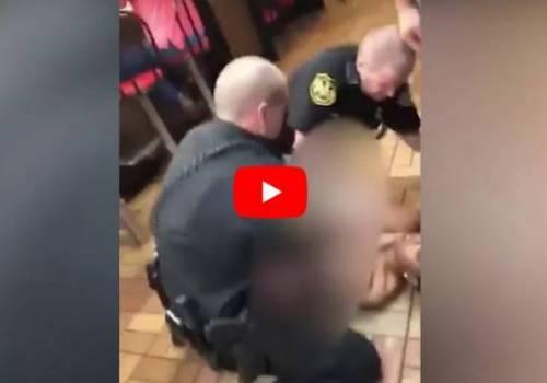 """شاهد : الشرطة الأمريكية تعتدي على إمرأة سمراء.. """"طرحوها أرضا وتركوها عارية"""" !"""