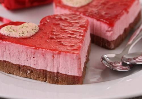 بالفيديو: طريقة عمل الكيكة الوردية الباردة