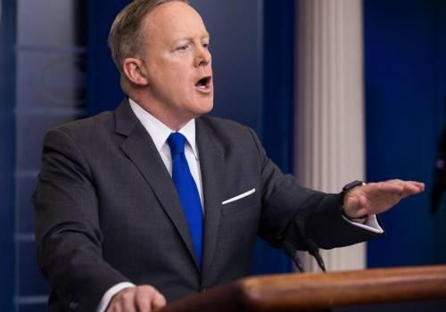 لماذا استقال المتحدث باسم البيت الأبيض عن منصبه؟!